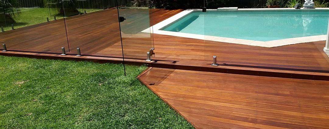 outdoor-pool-timber-deck-sanding-polishing