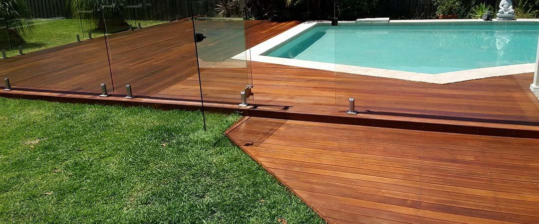 outdoor-pool-timber-deck-sanding-polishing